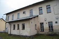 České dráhy nabídly v loňském roce k přednostnímu odkoupení městu Volary objekt bývalé ubytovny a jídelny včetně přilehlého pozemku za 535 tisíc korun. Zastupitelé si v prosinci vyžádali prohlídku  objektu zevnitř.