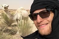 Šestadvacetiletý cestovatel Tadeáš Šíma z Prachatic chtěl vidět slona pralesního v jeho přirozeném prostředí, a tak sedl na kolo Apache a vyrazil do Afriky. Z Maroka do Jihoafrické republiky ujel třináct tisíc kilometrů. Viděl spoustu zvířat, ale slona je