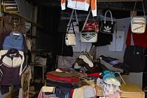 Celníci zabavili další padělky na tržnicích ve Strážným.