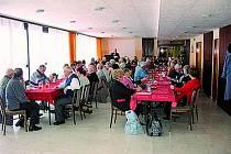 JEDNALI. Na svém čtyřiadvacátém podzimním aktivu se členové Klubu vojenských důchodců nejen seznámili s činností za uplynulé období, ale v závěru schůze došlo i na kulturu. Mimo jiné i na zpěv.
