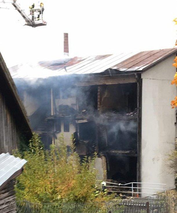 Zničený dům v Lenoře.
