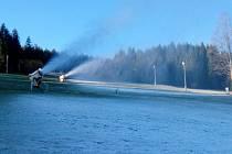 V Lyžařském areálu na Zadově včera ráno poprvé letos vyzkoušeli zasněžovací systém.