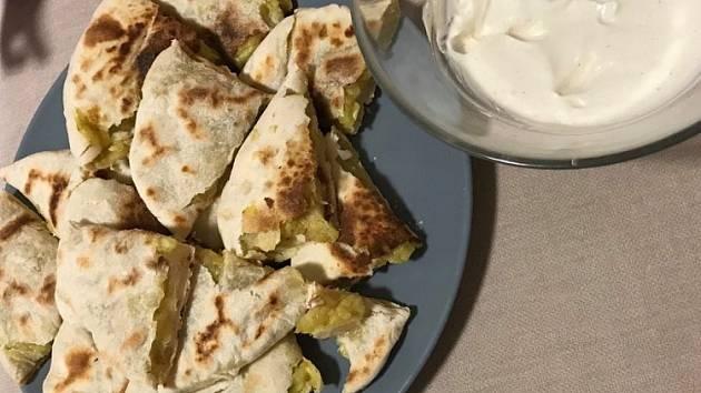 Plněné placky s brambory a sýrem.