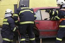 ÚSPĚCH. Prachatický tým hasičů si vylosoval vyprošťování z převráceného vozidla. Domů přivezli hasiči historické umístění, druhé místo.