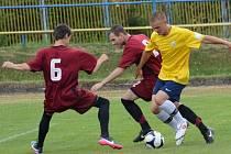 Vimperští fotbalisté (žluté dresy) porazili Mirovice 3:2.