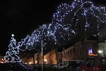 Vimperské náměstí znovu rozzáří slavnostní vánoční osvětlení.