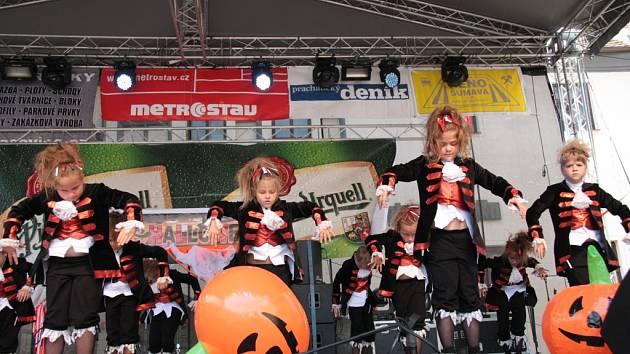 Vystoupení jednotlivých skupin CrabDance je pravidelnou součástí programu Slavností Zlaté stezky.