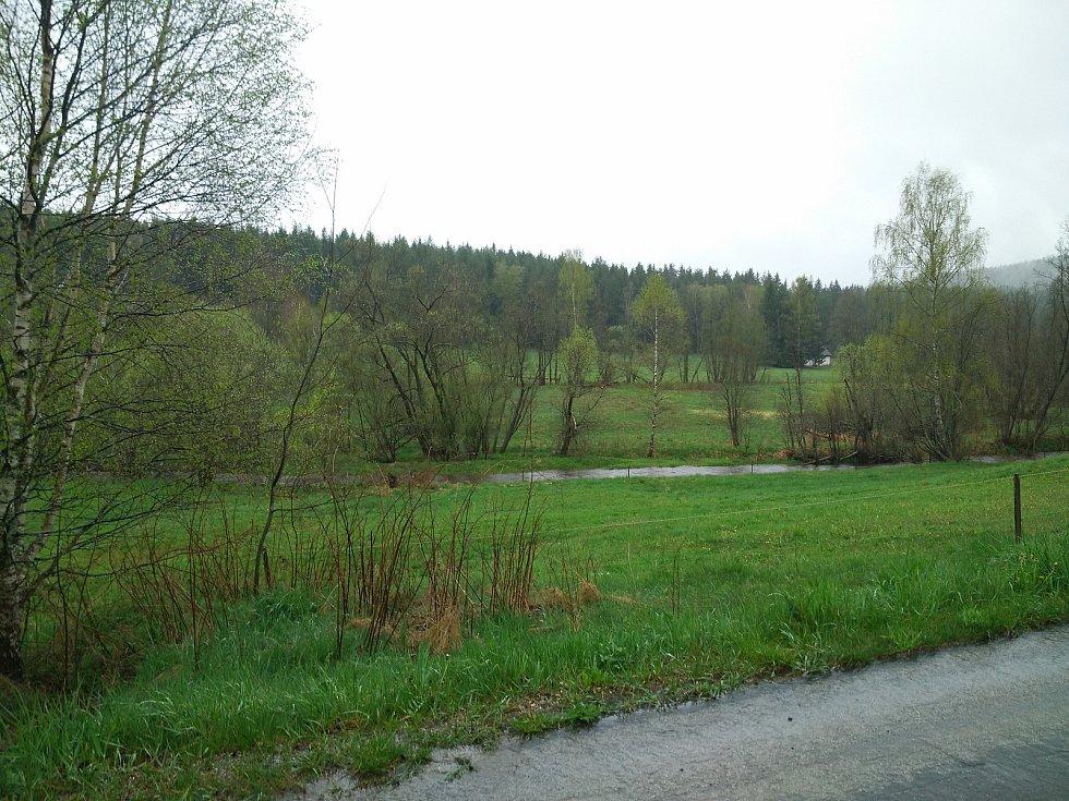Vydatné deště zvedají hladinu řeky Blanice nad Blanickým mlýnem.