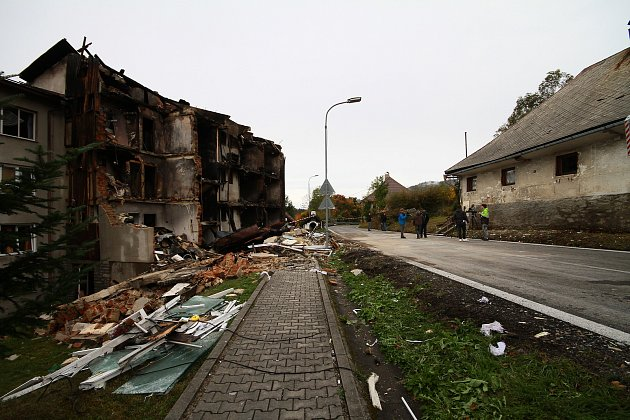 Výbuch vLenoře zdemoloval obytný dům.