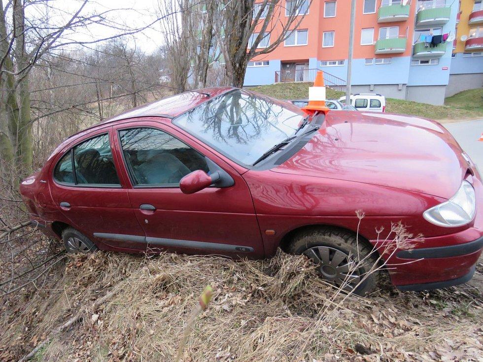 Tak dopadla jízda opilého řidiče bez řidičského oprávnění a ještě s cizím autem.