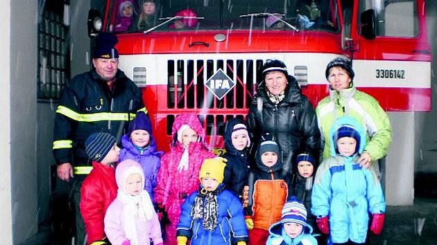 Lažišťská mateřinka u hasičů