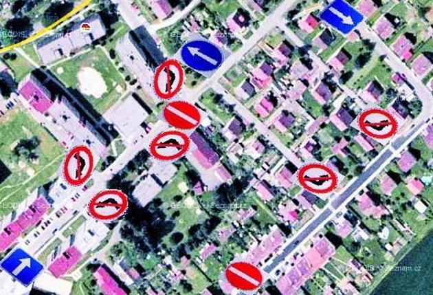 DOPRAVNÍ ŘEŠENÍ. Na snímku je vyobrazen navrhovaného dopravního řešení problematické situace ve městě. Kromě zvýšení počtu parkovacích míst, jsou připraveny i další změny. Těm se bude Deník věnovat v následujících dnech.