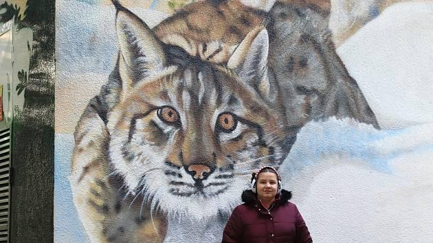 Vimperská trafostanice s obrázky šumavských zvířat.