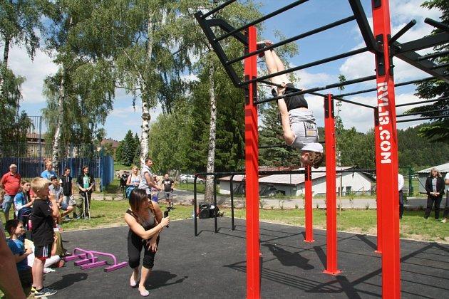 Ve Vimperku otevřeli v pátek 10. června nové hřiště pro street workout. Je první svého druhu na Prachaticku. Slavnostní otevření doplnila exhibice workoutu zástupců E.R.S. workout.
