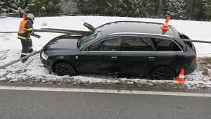 Dopravní nehoda u Libínského Sedla.