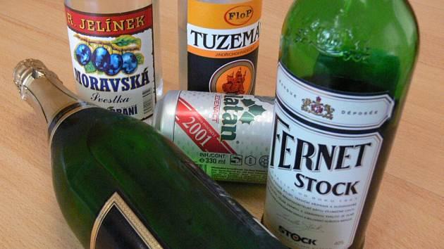 Neznámý zloděj se pro alkohol vloupal do čerpací stanice v Netolicích. Ilustrační foto.