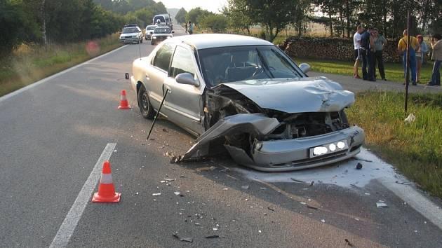 Při dopravní nehodě osobního automobilu VW Polo byla jedna osoba zraněna. Ilustrační foto.