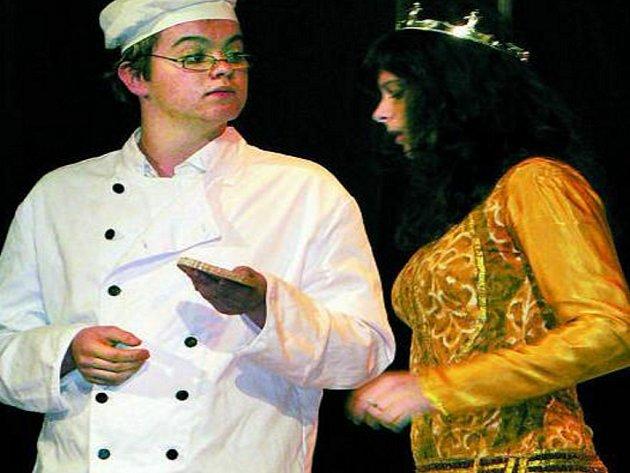 PROLHANÁ PRINCEZNA. Ochotnický spolek Tyl zahrál v sobotu pohádku O šíleně prolhané princezně.