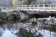 Při povodních v roce 2002 voda podemlela opěry mostu ve Spálenci. Most se v té chvíli prakticky neexistoval.
