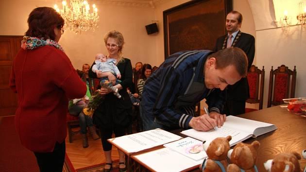 Tradiční vítání nových občánků Prachatic se v roce 2014 konalo naposledy v úterý 18. listopadu. Starosta města Martin Malý přivítal tentokrát třináct dětí.