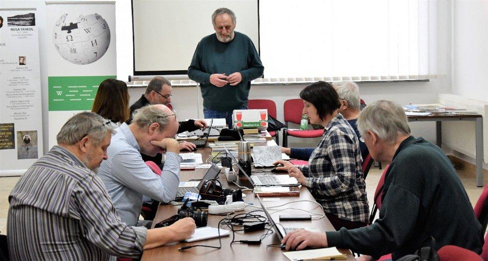 Tvůrci internetové encyklopedie Wikipedie se sjeli do Volar, aby po celý víkend tvořili stránky týkající se jak města samotného, tak věcí s ním spojeným.