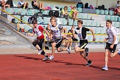 Žáci druhého stupně ZŠ na Prachaticku absolvovali lehkoatletickou olympiádu.