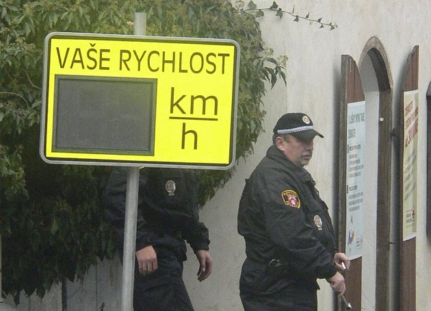 Volarští kupují přenosný radar.