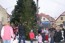 Vitějovičtí rozsvítili vánoční strom