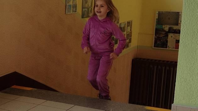 Na Vodňance se běhalo chodbou a do schodů.
