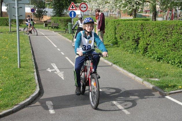 VPrachaticích se vúterý 5.května uskutečnilo vareálu DDM a dopravního hřiště okresní kolo Dopravní soutěže mladých cyklistů. Žáci základních škol a víceletých gymnázií museli zvládnout jízdy, první pomoc idopravní testy.