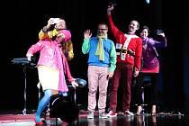 Premiérově se prachatičtí herci z Šumavského ochotnického spolku představili domácímu publiku s komedií Hotel Blackout.