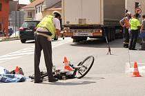 V Husinci došlo střetu cyklisty s kamionem. Cyklista srážku nepřežil.