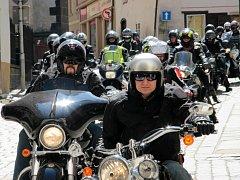 Více než dvacet let se rok co rok sjíždějí na svou první jarní jízdu motorkáři do Prachatic.