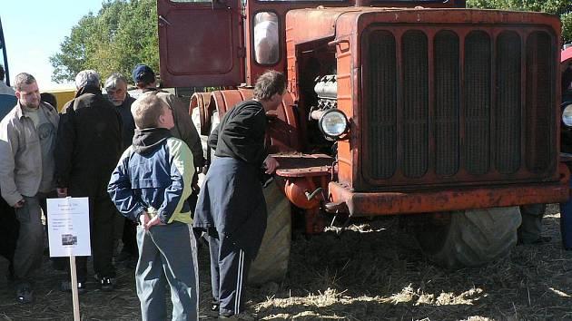 Setkání příznivců starých traktorů.