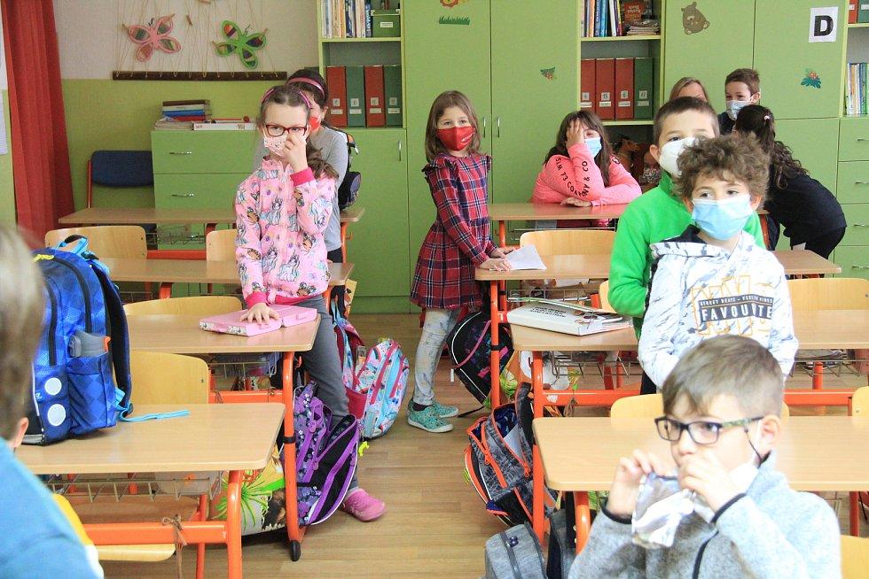 Testování školáků v ZŠ Vodňanská.