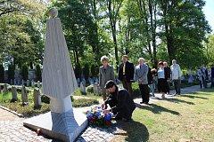Vedení města Volary, radní a zastupitelé společně s veřejností uctili oběti válek.