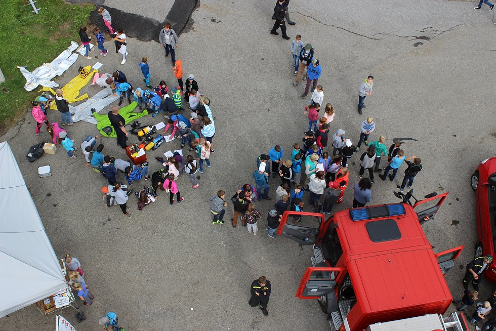 Český červený kříž a jednotky integrovaného záchranného systému prezentovaly ve Vimperku svoji práci. Podívat se přišly stovky dětí.