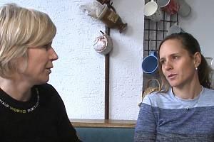 Setkání dvou jihočeských legendárních sportovkyň v prachatickém bytě rodičů Kateřiny Hanušové/ Nash.