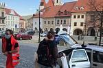 Město Prachatice rozváželo potřebným potravinové balíčky.