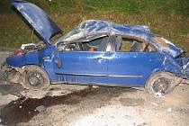 Ve zdemolovaném vozidle zůstala po havárii zaklíněná spolujezdkyně. Utrpěla vícečetná závažná poranění, z jejichž následků se dodnes zcela nezotavila.