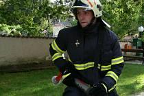 K hořícímu domu spěchali jednotky dobrovolných hasičů ze Záblatí, Lažiště, Vlachova Březí a tři cisterny z centrální stanice Prachatice. Ilustrační foto.