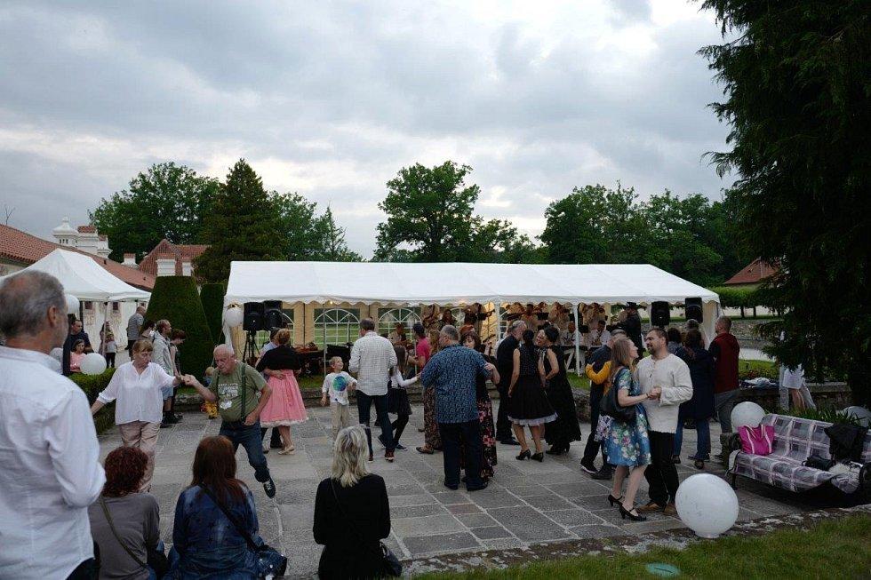 Tančírna na Kratochvíli.