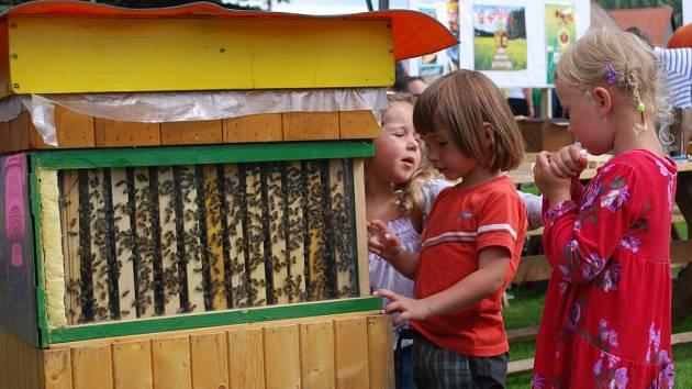 Včelná vzdala hold včelám i včelařům.