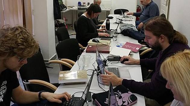 Tým editorů vytvářel v Prachaticích hesla pro internetovou encyklopedii.