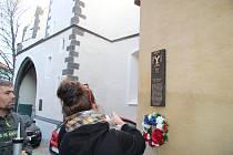 K šestistému výročí dobytí města Prachatice vojskem Jana Žižky umístil architekt Tomáš Kotas vzpomínkovou destičku s popisem listopadové události roku 1420 na objekt v prachatické v Křišťanově ulici čp. 33. Vlastníkem historického domu je Libor Fránek.