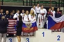 Alice Anderlová vybojovala v Trevisu titul Mistryně světa v družstvech juniorek a další dvě stříbra v kadetkách.