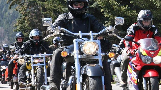 Motorkáři v sobotu otevřeli prachatické silnice první jarní jízdou.
