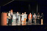 Postřižiny z Postřižin bylo předposlední představení letošního Štítu města Prachatice. Ve čtvrtek 22. února se v Prachaticích představí vodňanský soubor s představení K smrti dobrý.