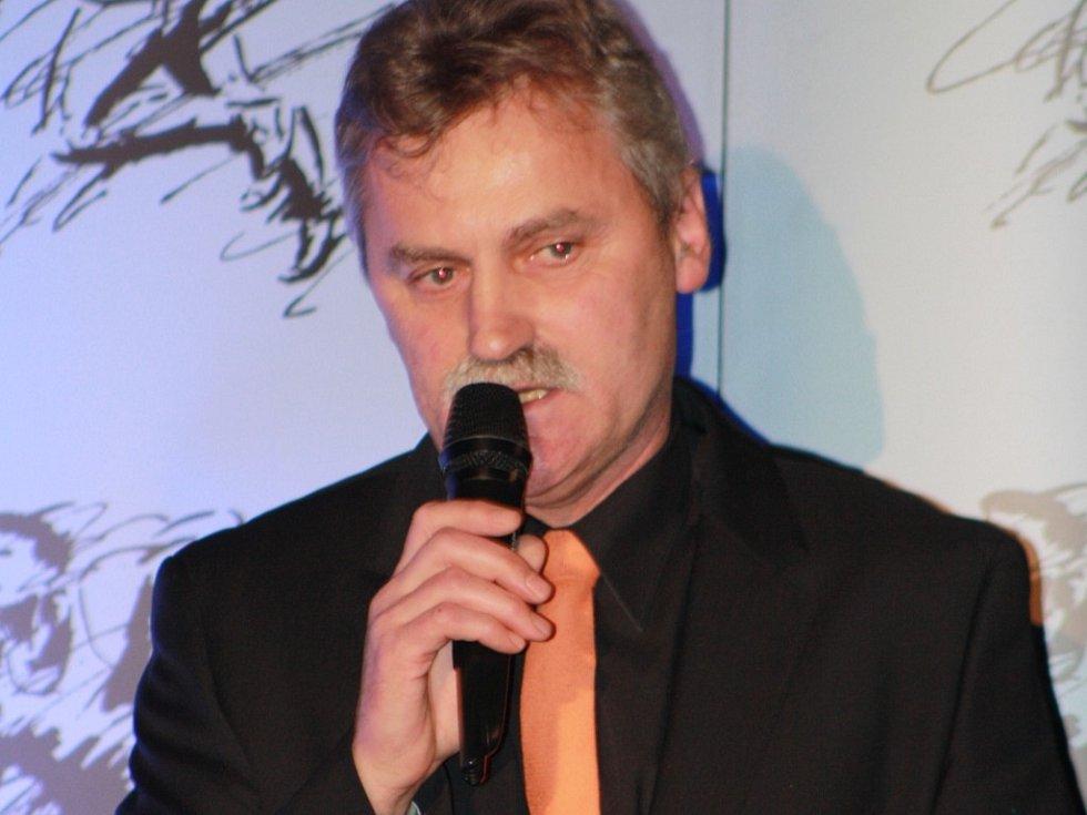 Za krále sportovců Prachaticka Martina Debnara převzal cenu trenér miroslav lorenc.
