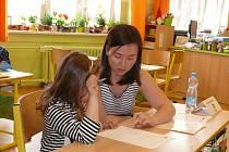 Děti se vydaly k zápisům do Základní školy ve Vodňanské ulici v Prachaticích.